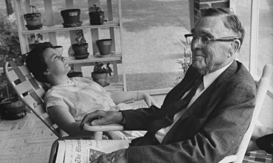 Harper Lee with her father, Amasa Coleman Lee, in 1961