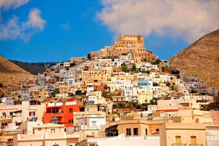 The Venetian quarter of Ano Syros topped by the Catholic basilica of San Giorgio.