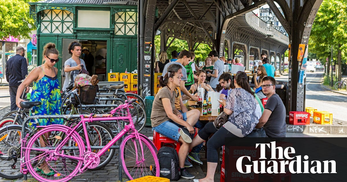 creative young brits are quitting london for affordable berlin world news the guardian. Black Bedroom Furniture Sets. Home Design Ideas
