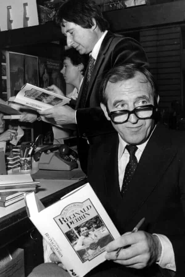 David Nobbs and Leonard Rossiter signing copies of The Better World of Reginald Perrin