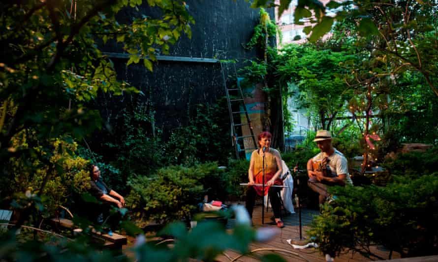 Swiis musicians Nuevo Amanecer (Regula Kuffer on flute, Nick Perrin on flamenco guitar) perform at Le Petit Versailles garden.