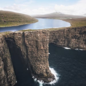 Sørvágsvatn lake in the Faroe Islands and also goes by the name of Leitisvatn. The most noticeable thing about this lake is that it is on a cliff right by the sea.