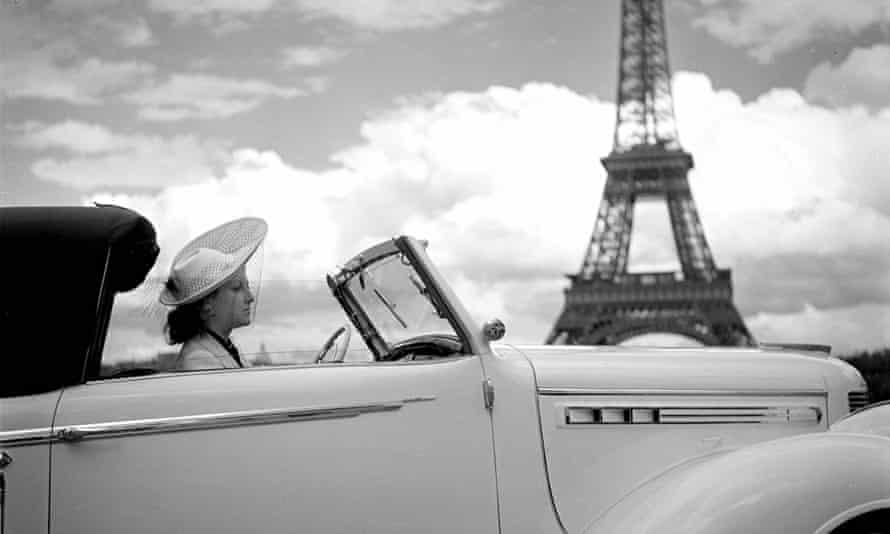 woman driving car in Paris