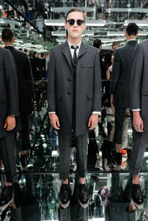 A model  for Thom Brown's Spring Summer 2016 show