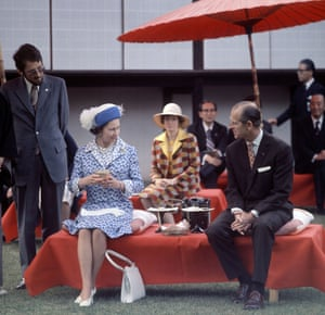 The royal couple take tea at Katsura Imperial Villa in Kyoto, Japan, during a 1975 state visit.