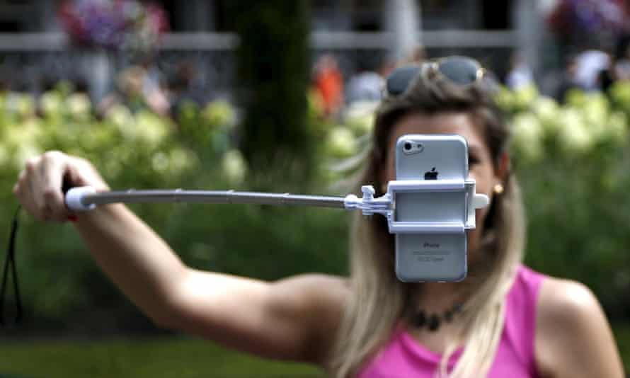 girl uses selfie stick