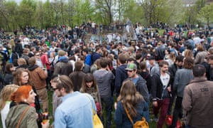 Young people celebrate International Labour Day at Görlitzer Park.