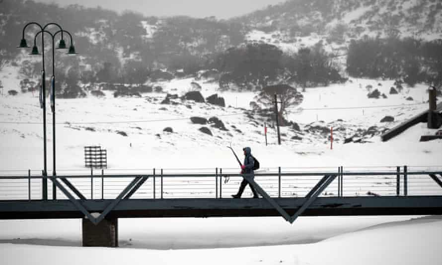 Snowboarders and skiiers in the Snowy Mountains