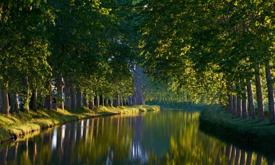 The Canal du Midi stretches from the Atlantic to the Mediterranean.