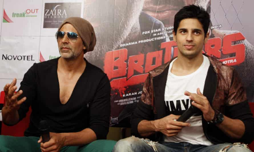 Actors Akshay Kumar, left, and Sidharth Malhotra at a press conference for Brothers.