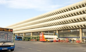 The curving concrete floorplates extend for 170m along the length of the building like a sharp stack of razor shells.