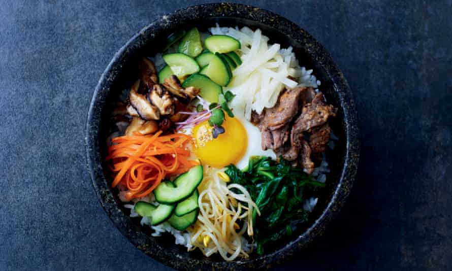 Mixed rice with vegetables and beef (bibimbap).
