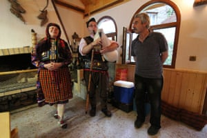The Rosenovi family in Lyaskovo, bagpipes to the fore