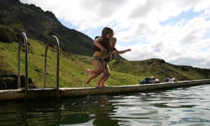 Kate Rew's children jump in at Seljavallalaug