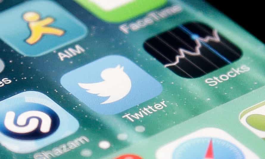 The Twitter app an iPhone.