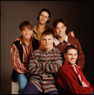 Boy band Take That posed in London in 1995 L-R Mark Owen, Howard Donald (top) Gary Barlow (bottom) Robbie Williams, Jason Orange (Photo by Mike Prior/Redferns)