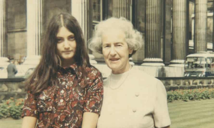 Dina Gold with her grandmother Nellie in 1969.