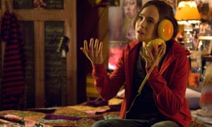Ellen Page makes a call on her hamburger phone in Juno.