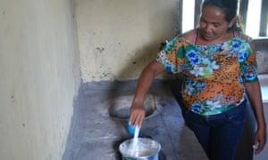 Rosa Mendes da Silva making porridge out of flour made from the babassu mesocarp.