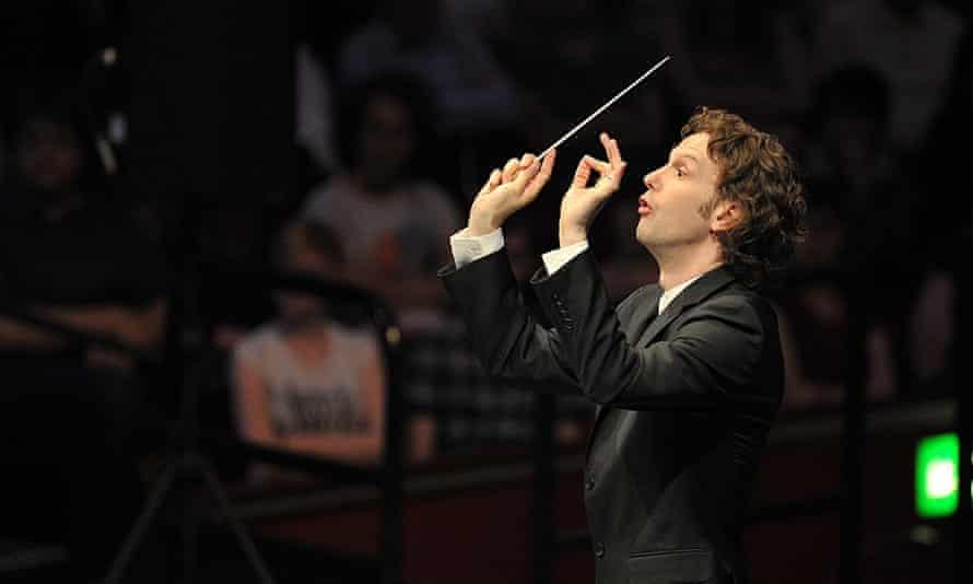 Nicholas Collon conducts the Aurora Orchestra