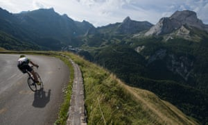 Christian Haettich shows his descent skills on the Haute Route Pyrenees