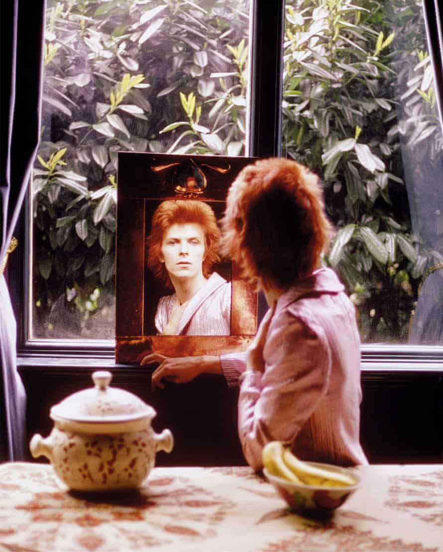 Bowie at Haddon Hall, Beckenham in 1972, from The Rise of David Bowie 1972-1973.