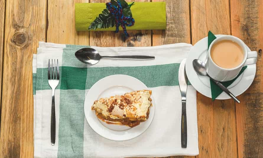 Banoffee pie, tea.
