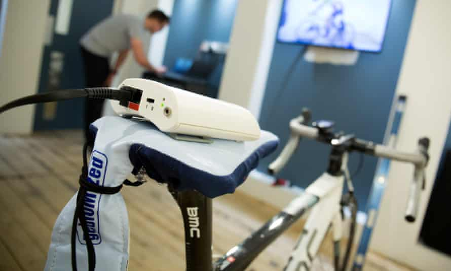 A saddle pressure mapping tool over Helen Pidd's saddle, being monitored by Morgan Lloyd, CycleFit's bike fitting guru
