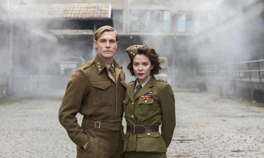 Leif Tronstad (Espen Klouman Høiner) and Julie Smith (Anna Friel) in The Saboteurs.
