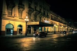 Night scene in El Capitolio