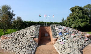 """'A lasting marker of our union, something that future generations will look back at and remember, with deep gratitude"""" … Tory MP Rory Stewart had high hopes for the Auld Acquaintance cairn."""