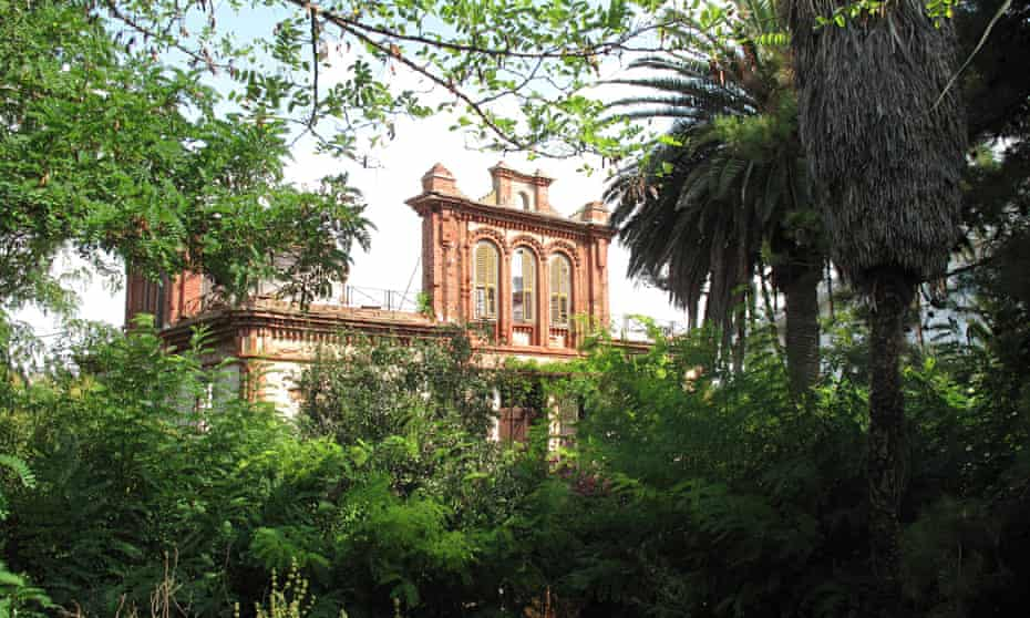 The crumbling Yanaros mansion on Büyükada Island