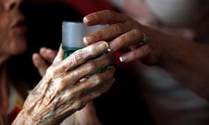 care nurse elderly woman
