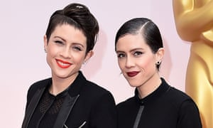 A twist on the sweep: Tegan and Sara at the Oscars earlier this year