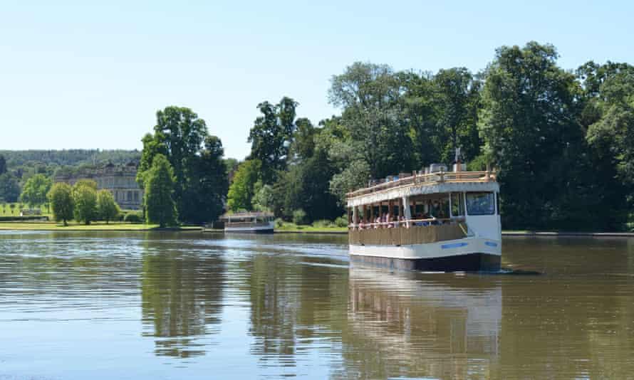 Boat tour on the Longleat lake, Longleat Safari Park & Adventure Park