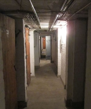 Bernie Duffy在德国汉堡的家的地下室