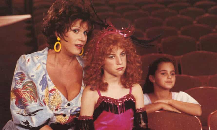 Mayim Bialik, centre, with Lainie Kazan, left, in the 1988 film Beaches.
