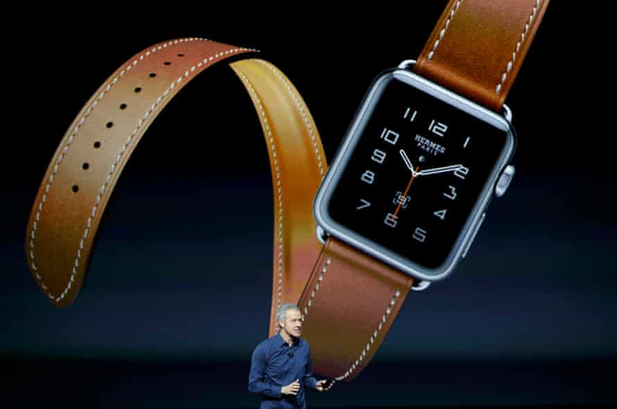 Jeff Williams Apple's senior vice president of Operations, speaks about the Hermes watchband for the Apple Watch.