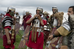 The Roman Army soldiers prepare for a battle