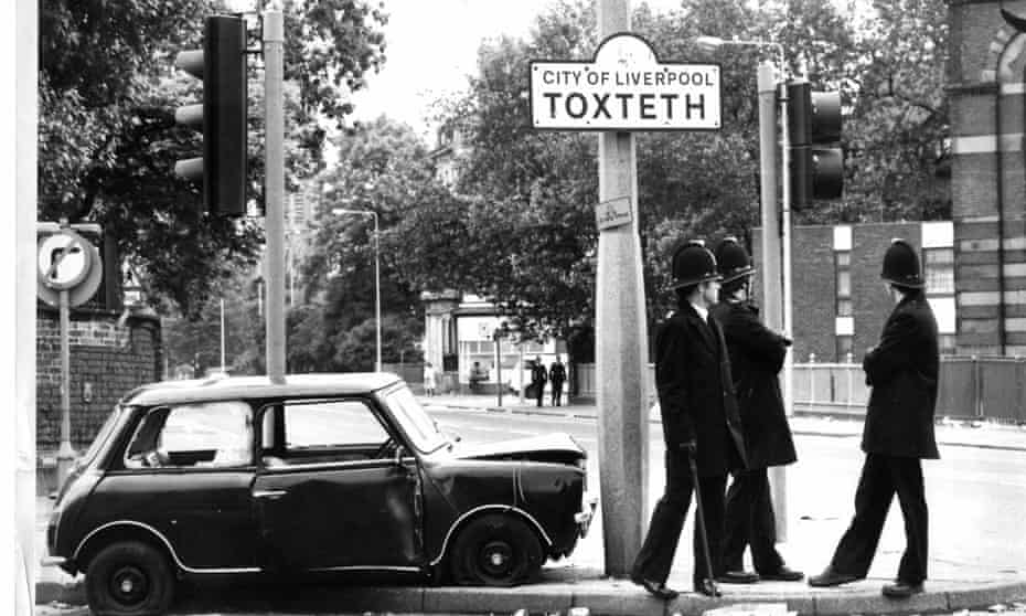 Between 1971 and 1981, the population of Toxteth fell by more than a third.