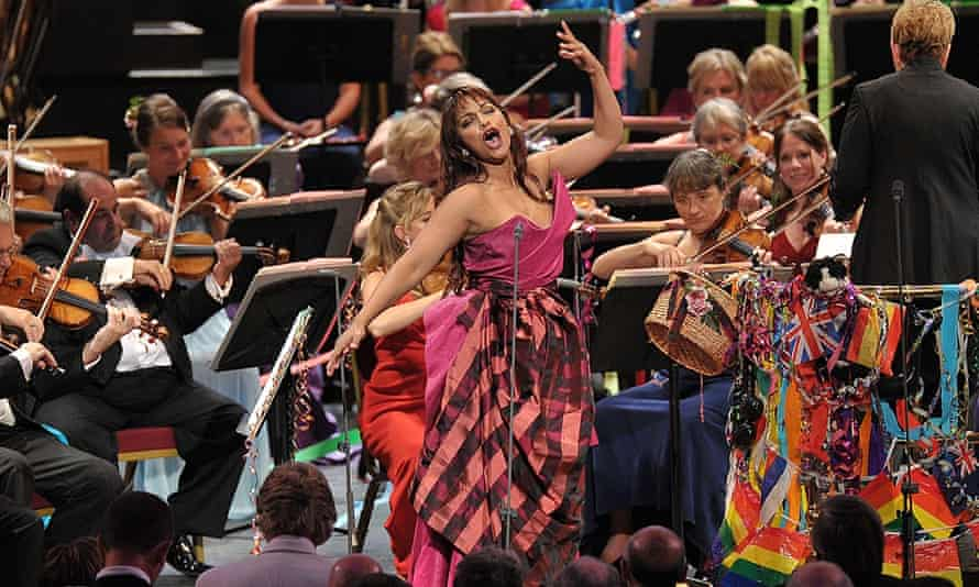 Singalong … Soprano Danielle de Niese joins Marin Alsop, the BBCSO, the BBC Singers and the BBCSC to perform  The Sound of Music at the Last Night of the Proms 2015.