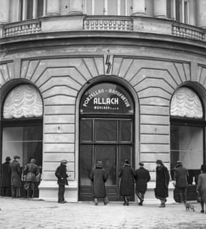 The Allach porcelain shop in Warsaw in 1941.