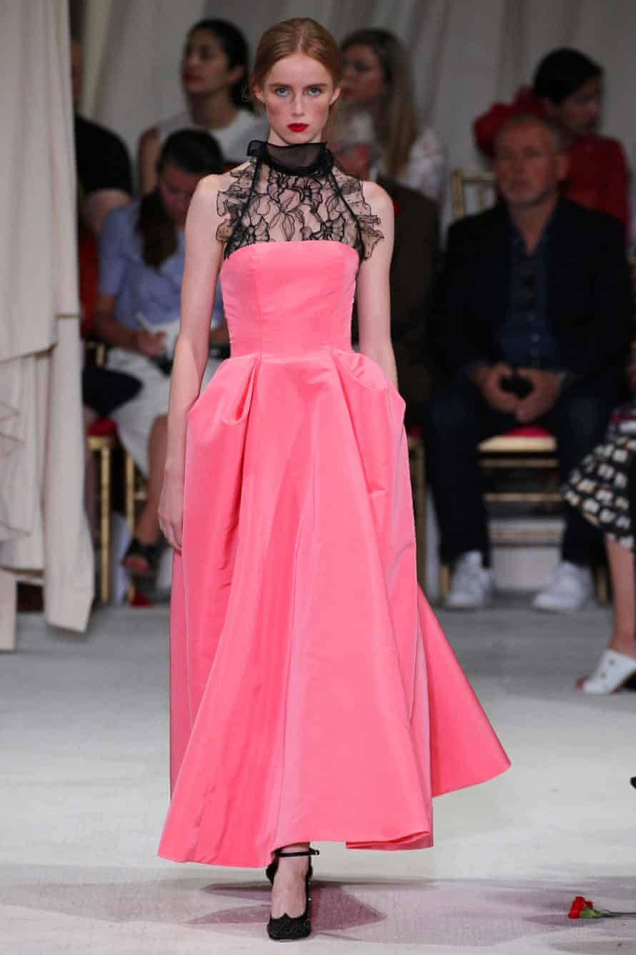 Lace collars on the Oscar de la Renta Spring/Summer 2016 catwalk.