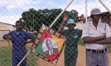 Squatters and police at Zimbabwe farm