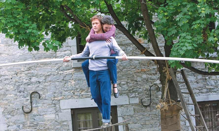 Joseph Gordon-Levitt as wire-walker Philippe Petit
