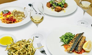 Lunch With.. Nick Rhodes at Locanda Locatelli Central London. Tuna and borlotti bean salad, courgette fritti, chargrilled mackerel, and selection of three pastas. 19/08/2015