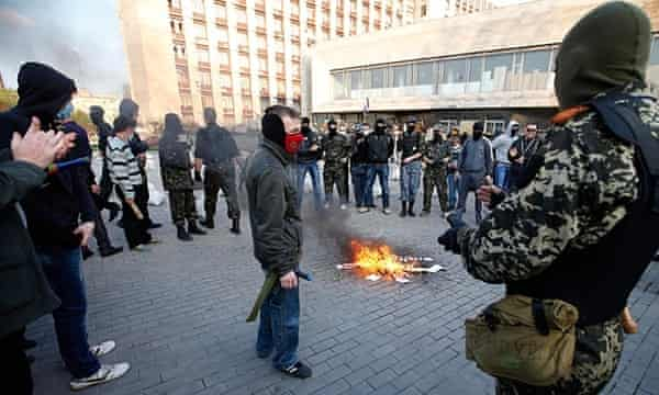 Russia Today footage of protesters in Donetsk