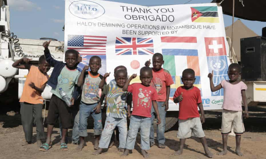 children say thank you for mine free Mozambique