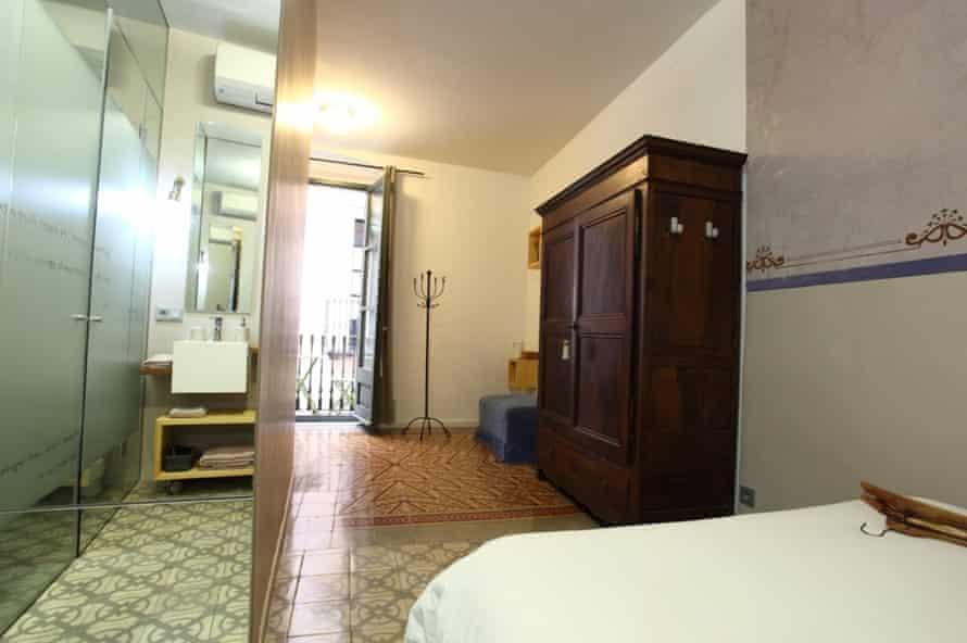 bedroom at bells oficis, Girona