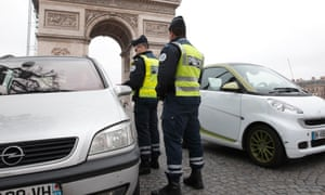 French police control cars with even-numbered licence plates in Paris. Authorities imposed car curbs to cut health-endangering air pollution.